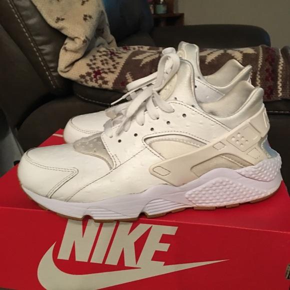 0eca9aa71fae9 Nike Air Huarache Run PA Ostrich size 10. M 5a77c76e5521be4621c09e95
